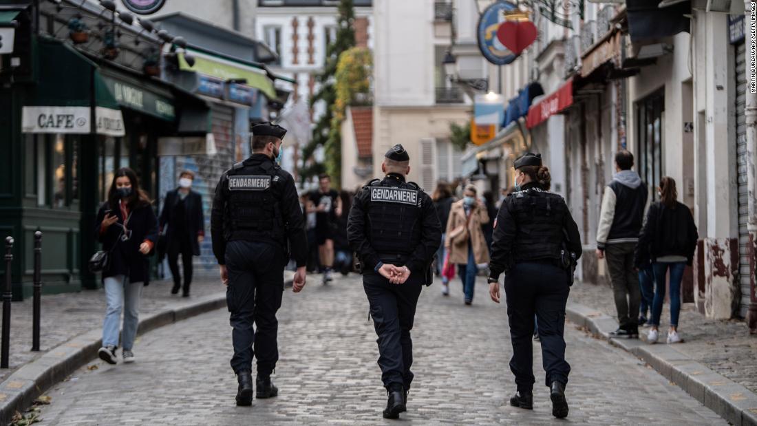 جریمه یک مرد فرانسوی به دلیل شکستن قفل قفل برای 'شکستن صورت یک پسر در'
